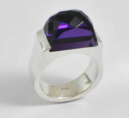 Amatista natural en anillo de plata