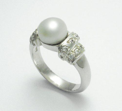 Anillo de plata ley 0,950 con peso 4 gramos con perla natural de cultivo de 7 mm.