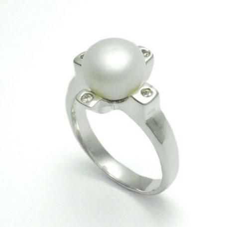 Anillo de plata ley 0,950 con peso 4,5 gramos con perla natural de cultivo de 7 mm.