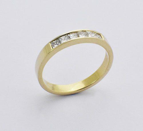 Argolla de compromiso para mujer en oro 18k peso 2,9 gramos con 6 diamantes