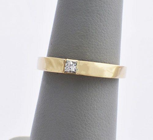 Argolla de compromiso para mujer en oro 18k peso 3,4 gramos con 1 diamante