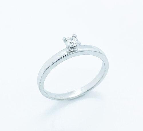 Anillo compromiso oro blanco con diamante talla brillante de 0,13 quilates