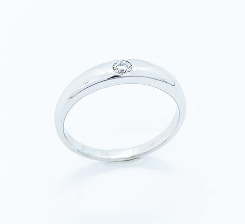 Anillo de compromiso en oro blanco con diamante brillante de 0,08 quilates