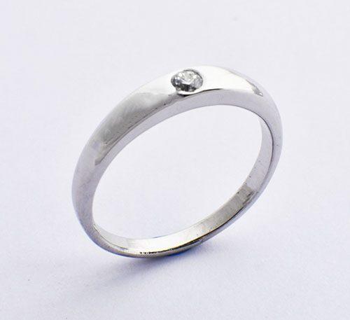 Argolla de compromiso para mujer en oro blanco peso 3,29 grs 1 diamante brillante