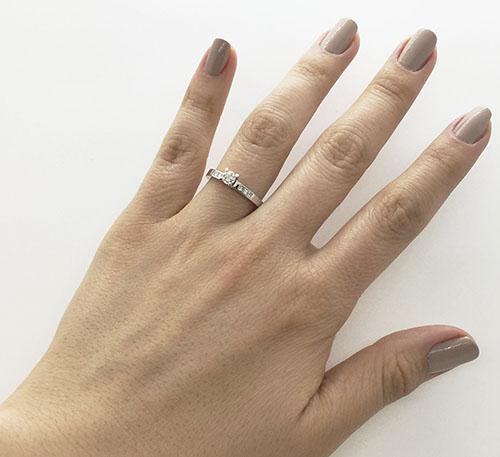 anillo de matrimonio en oro blanco y diamantes