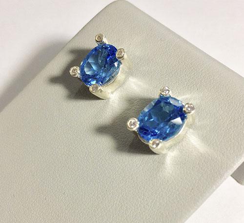 aretes de plata con topacios azules