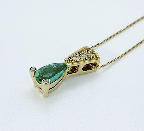 Dije de oro con esmeralda y diamantes