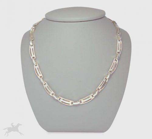 Collar de plata ley 0,950 con peso 42 gramos. Diseño de eslabones segmentos divididos.