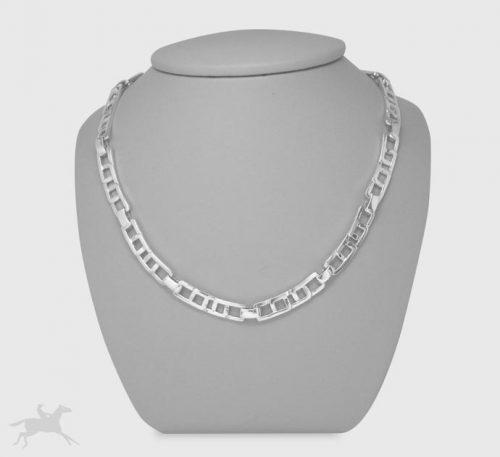 Collar de plata ley 0,950 con peso 30 gramos. Diseño de eslabones segmentos entrelazados.