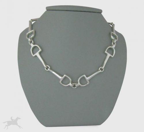 Collar de plata ley 0,950 con peso 40 gramos. Diseño de eslabones de filetes