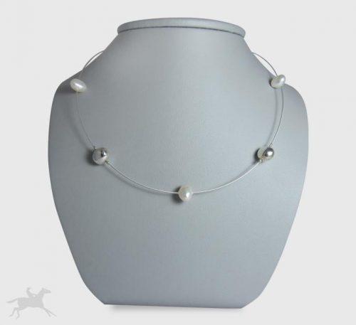Collar de guaya y adornos de plata con perlas naturales cultivo de 8 mm formas irregulares.