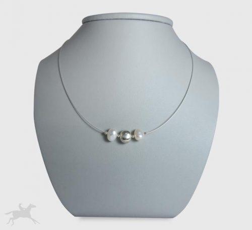 Collar de guaya y esfera de plata con 2 perlas naturales cultivo de 8 mm de diámetro.