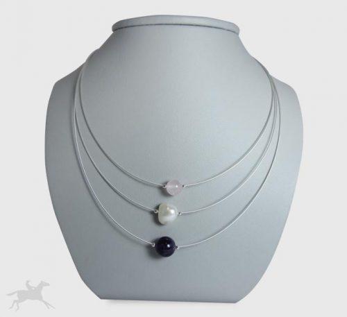 Collar de plata con perla natural de cultivo de 10 mm de diámetro y piedras