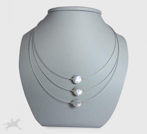 Collar de plata con 3 perlas planas de 9 mm de diámetro.