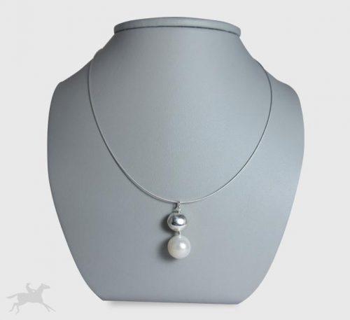 Collar de plata con perla natural cultivo de 10 mm de diámetro.