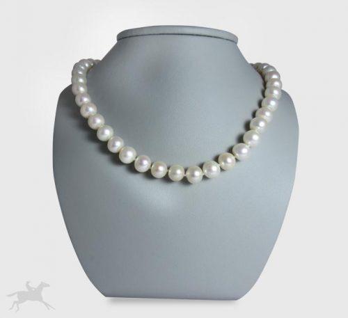 Collar de plata con perlas naturales cultivo de 8 mm de diámetro.