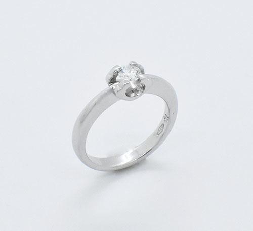 Anillo compromiso oro blanco con diamante talla brillante de 0,20 quilates