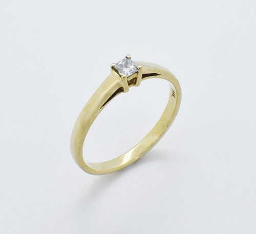 Anillo de compromiso en oro con diamante de 0,12 quilates