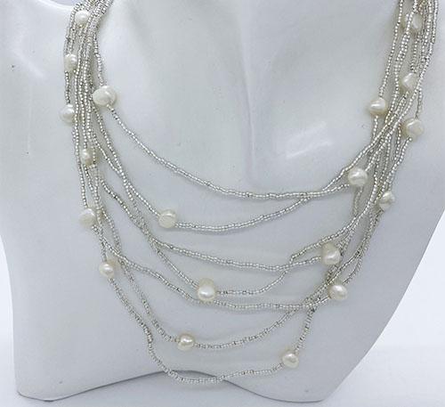 Collar de perlas naturales de cultivo y canutillos