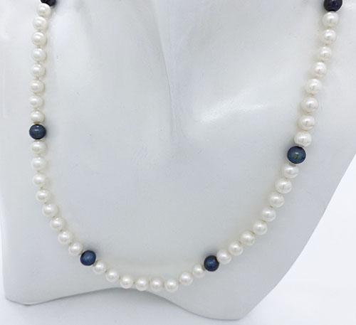 Collar de perlas redondas blancas y azules naturales de cultivo de agua dulce
