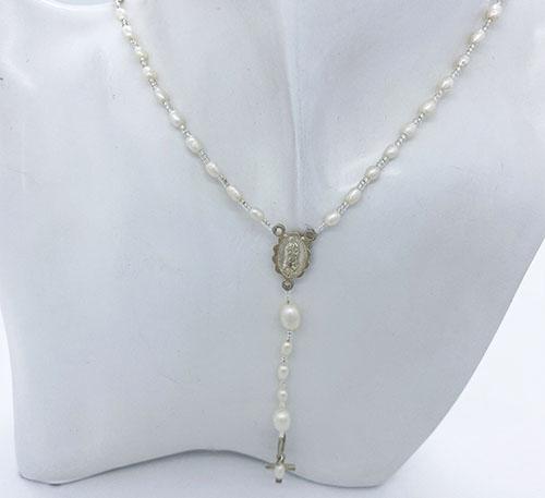 Collar rosario de plata con perlas naturales de cultivo de agua dulce