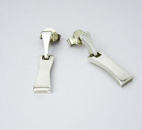 Aretes de plata ley 0,950 con peso 5,5 gramos, Diseño de 2 segmentos acoplados con movimiento.