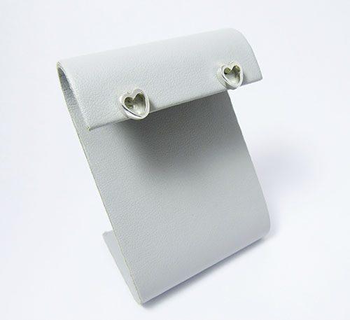 Aretes de plata ley 0,950 con peso 2,5 gramos, Diseño de corazón pequeño.