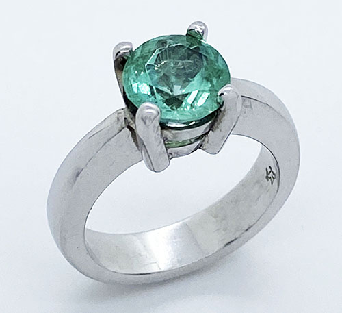 anillo de plata con esmeralda natural colombiana