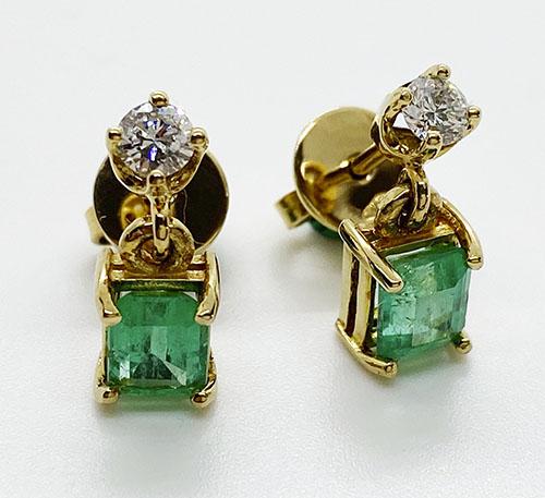 arete de oro con esmeralda
