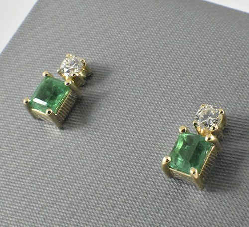 Aretes de oro con esmeraldas y diamantes