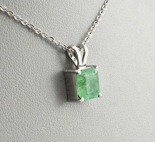 Dije de plata con esmeraldas