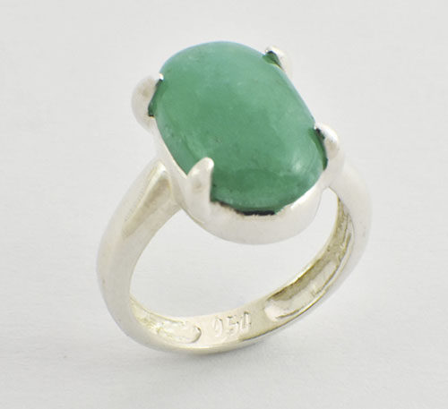 cabuchon de esmeralda en anillo