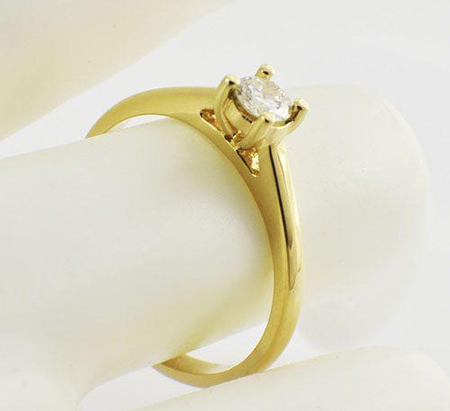Anillo de compromiso en oro con diamante