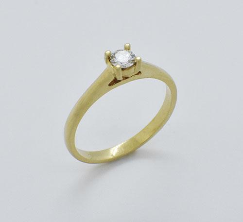 Anillo de compromiso en oro con diamante de 0,20 quilates