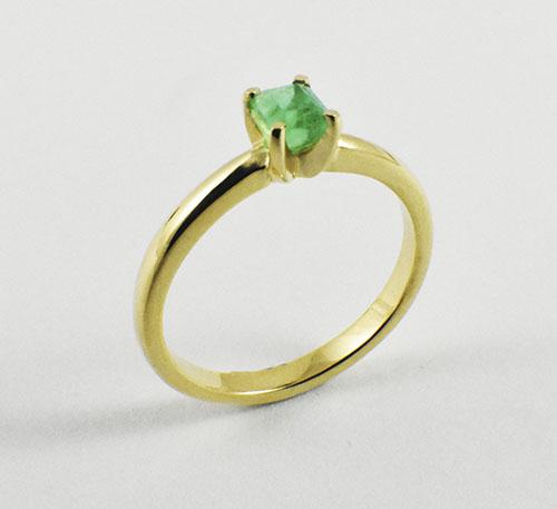 Esmeralda en anillo