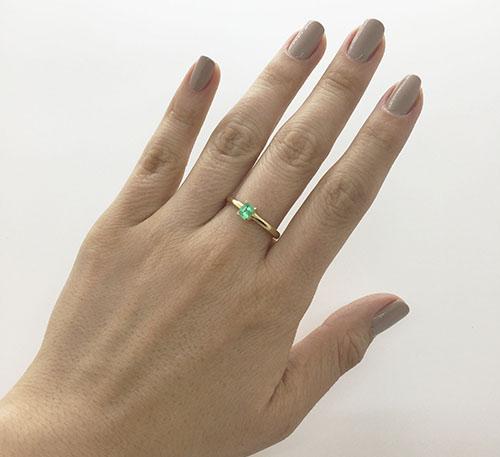 anillo de oro con esmeralda colombiana