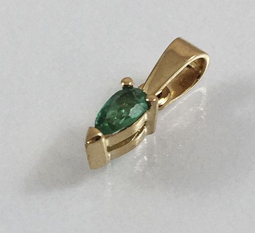 pendiente de esmeralda en oro