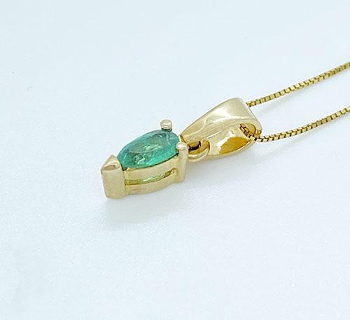 dije colgante de oro con esmeralda lagrima de Colombia