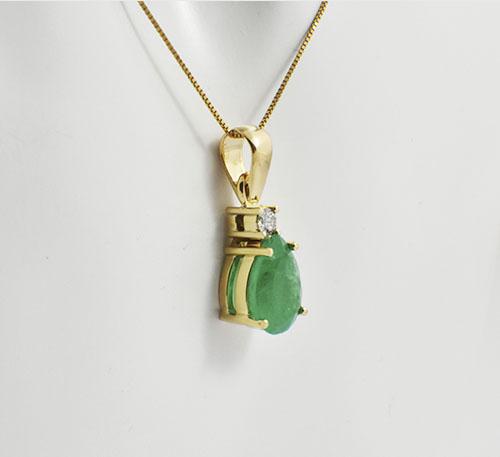 pendiente de esmeralda