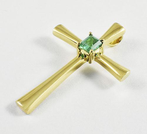 cruz con esmeralda