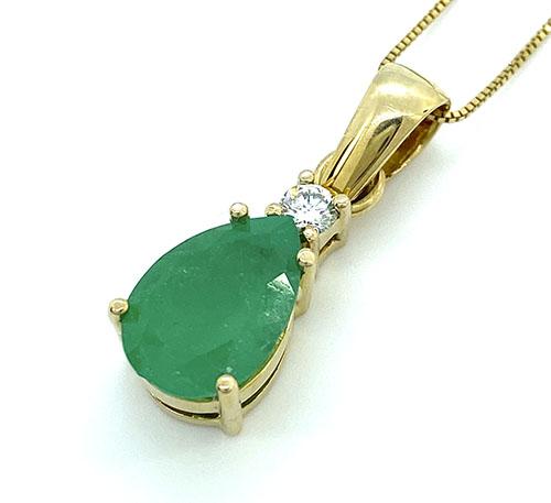 dije de oro con esmeralda colombiana
