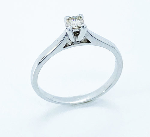 Anillo de compromiso en oro blanco con diamante talla brillante de 0,12 quilates
