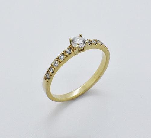 Anillo de compromiso en oro con diamante de 0,18 quilates y diez brillantes