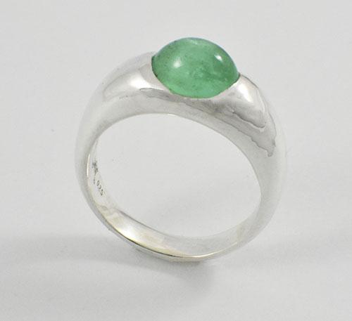 anillo de plata con capuchón oval