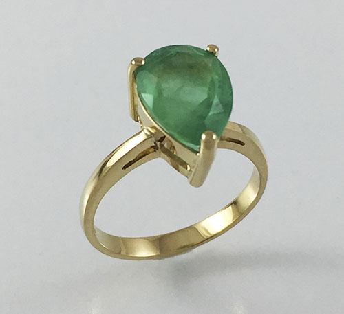 anillo con esmeralda en oro
