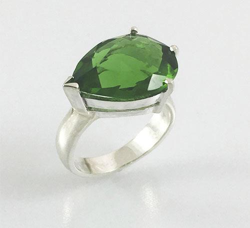 anillo de plata con obsidiana verde natural