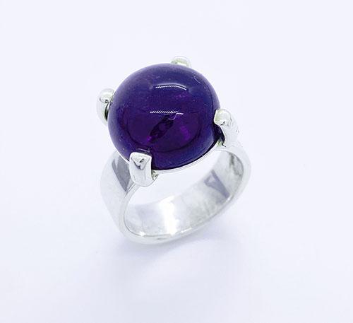 anillo de plata con amatista natural