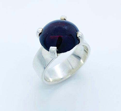 anillo de plata con granate natural