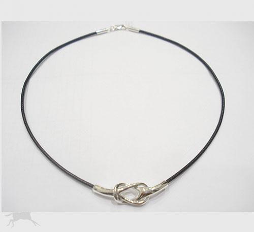 collar plata con cuero