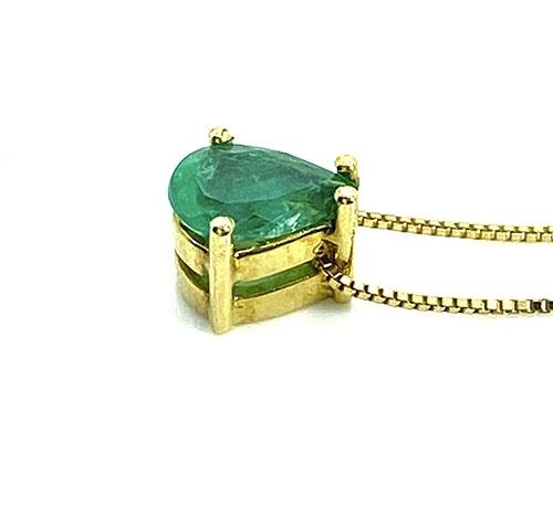 dije colgante de oro con esmeralda de Colombia